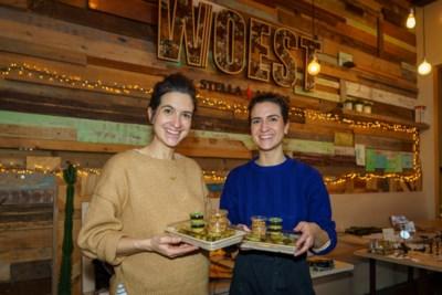 Jasmina en Deborah doen takeaway in Woest